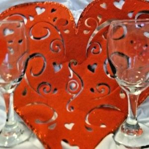 BEAUTIFUL love WINE GLASSES AND A LITTLE DECOR